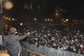 José el Frances sang vor zahlreichem Publikum auf der Plaza de la Reina.