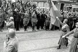 Der Reichsführer-SS Heinrich Himmler bereiste im Oktober 1940 Spanien und nahm auch in Barcelona (Foto) eine Parade ab.