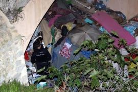 Der Obdachlose hatte unter der Brücke gehaust.