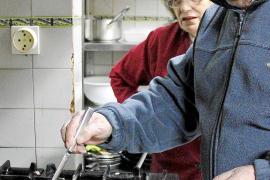 Sie kocht, er darf probieren: Gabriel Ferriol und Francisca Oliver sind ein eingespieltes Team.