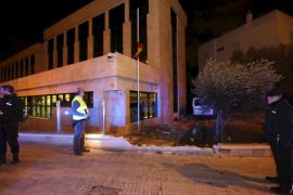 Der Lieferwagen landete im Hof eines Polizeireviers in Palma de Mallorca.