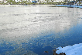 Eisschicht auf den Bergstauseen