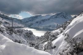 Der Cúber-Stausee war in den vergangenen Tagen teilweise zugefroren.