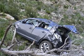 Der Wagen wurde vollkommen zerstört.