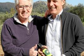 frank elstner pollença con su hijo