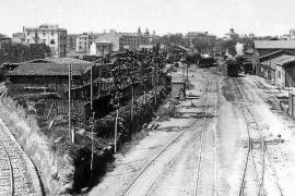 Diese Aufnahme zeigt den Bahnhof von Palma in den 1930er Jahren. Das Gleis links war die Anbindung zur Alten Mole im Hafen. Dies