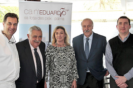 Del Bosque mit Ultima-Hora-Gründer Pere A. Serra (2.v.l.), Koch John Moloney (l.), Maria José Hidalgo und Ca'n-Eduardo-Chef Pedr