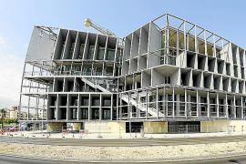 Der Bau des Kongresspalasts geht wieder voran. 2016 soll er in Betrieb gehen.