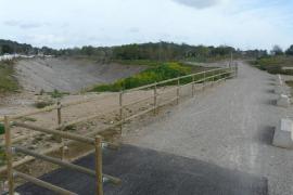 Beispiel Son Servera: Die Bereiche neben dem Wanderweg sehen vier Jahre nach Einstellung der Arbeiten am Bahndamm nach wie vor w