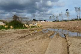 Beispiel Artà: Deponiertes Erdreich lässt das Regenwasser stauen.