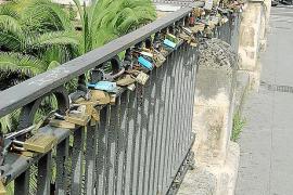 Vorher: Die Jaime-III-Brücke über den Sa-Riera-Fluss in Palma de Mallorca, mit unzähligen Liebesschlössern am Geländer.