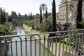 Nachher: Das Geländer der Jaime-III-Brücke über den Sa-Riera-Fluss in Palma de Mallorca befreit von allen Liebesschlössern.