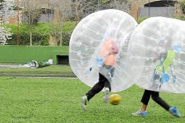 """Rempeln, tackeln, rollen: Beim """"Paf-Ball"""" ist alles erlaubt."""