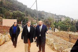Tourismusminister Jaime Martinez (rechts) und Sóllers Bürgermeister Carlos Simarro (links) auf dem Geländes des ehemaligen Hotel