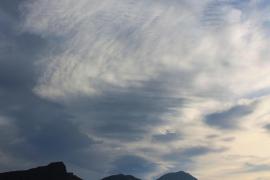 Vielerorts auf Mallorca scheint noch die Sonne, doch stellenweise zieht es sich bereits zu.