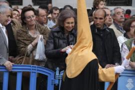 Königin Sofia bei Prozession in Palma