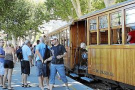 Absoluter Touristenmagnet auf Mallorca ist die Fahrt nach Sóller im alten Holzzug.