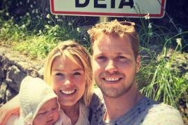 Glückliche Eltern: Sam und Isabella Branson gemeinsam mit Eva-Deia.