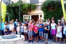 Das Archivfoto zeigt eine Schülergruppe bei der Eröffnung der Ecolea-Schule in Marratxí im Sommer 2013.