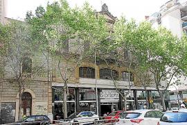 """Can Bibiloni im Carrer Aragó wurde 1928, in den auch in Spanien """"Goldenen Zwanzigern"""", als Autohaus errichtet."""