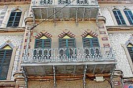 Das ehemalige Hotel Príncipe Alfonso in Calamajor von 1906 war einst eine Luxusherberge. Heute ist es zum Teil verbaut und seine