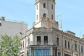 Der neoarabeske Turm der ehemaligen Bar Triquet drohte jahrelang einzustürzen.