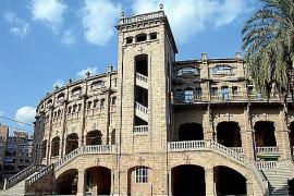 Prächtig, aber vom Verfall bedroht und so gut wie unzugänglich für die Bürger: Palmas Stierkampfarena, errichtet 1929.
