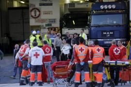 Im Hafen von Palma nahmen Rotkreuz-Helfer die geretteten Passagiere in Empfang.