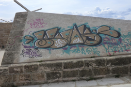 Stadtmauer wird von Graffiti befreit