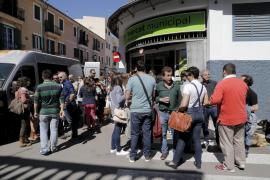 Für normale Einkäufer ist im Santa-Catalina-Markt teilweise kaum noch ein Durchkommen.
