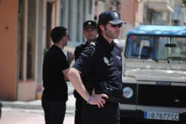 Beamte der Polizei nahmen den 19-Jährigen noch im Wohnhaus der Mutter fest.