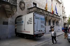 Für den Transport der Akten wurde ein Umzugswagen angemietet.