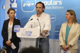 Lange Gesichter, als PP-Parteichef José Ramón Bauzá die Wahlniederlage einräumt.