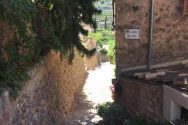 Schmale Gassen machen den Charme des Tramuntana-Ortes aus