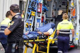 Der Clanchef wurde im Krankenwagen abtransportiert.
