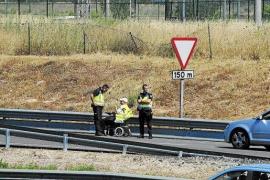 Polizei rettet Rollstuhlfahrer von Autobahn