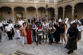 Die Studenten Marcos Callejo und Carla Martínez mit ihrem Drehteam
