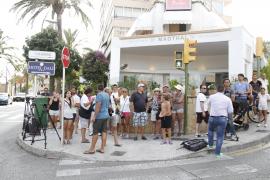 Medienvertreter und Schaulustige warteten umsonst vor dem Marivent-Palast auf Mallorca.