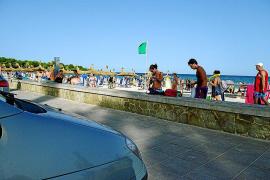 In Sa Coma kann man direkt am Strand parken