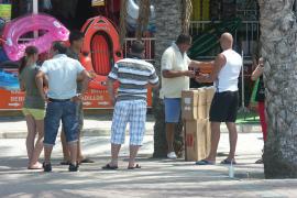 Hütchenspieler bestehlen Touristen