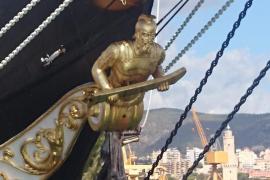 """Viele goldene Verzierungen: Die """"Palinuro"""" ist ein echtes Schmuckstück.."""