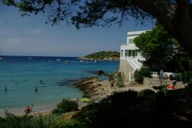 Wer den schlafenden Drachen einmal sehen möchte, sollte den Strand von Sant Elm besuchen.
