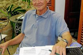 Wolfgang Ringkloff im Papierkrieg um einen Strafzettel, der ihn Nerven und Geld kostet.