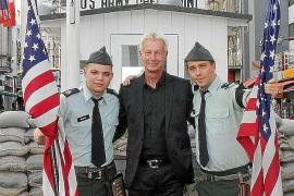 Zu Besuch am berühmten Checkpoint Charlie. Hier nahm Tomas de Nieros Leben vor 40 Jahren eine entscheidende Wende.