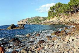 Es Canyaret besteht aus mehreren felsigen Buchten.