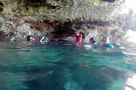 Manche Höhlen Mallorcas sind nur schwimmend erreichbar.