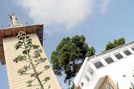 Der Betonturm mit der Marienstatue ist inwendig hohl und kann nicht bestiegen werden. Seit Juli ist das Restaurant in Betrieb.