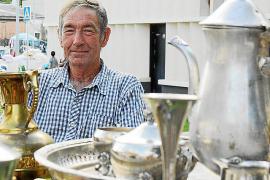 Hochwertige Vasen und altes Geschirr sind Manuel Martíns Leidenschaft - vor allem, wenn es sich um Unikate handelt.