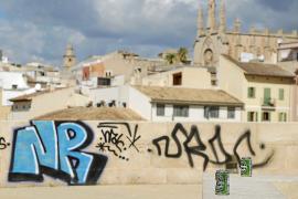 Graffitis erobern Stadtmauer