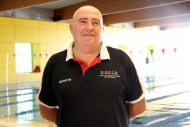 Carlos de España Van Nieuwenhuyse bildet Rettungsschwimmer aus.